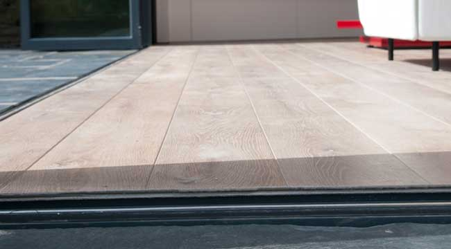Bifolding doors low threshold